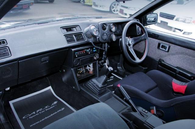 INTERIOR OF AE86 LEVIN 2-DOOR GT.