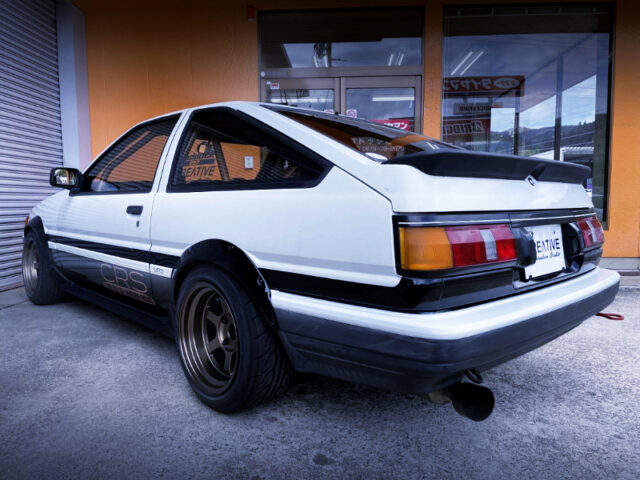 REAR EXTERIOR OF AE86 LEVIN TURBO.