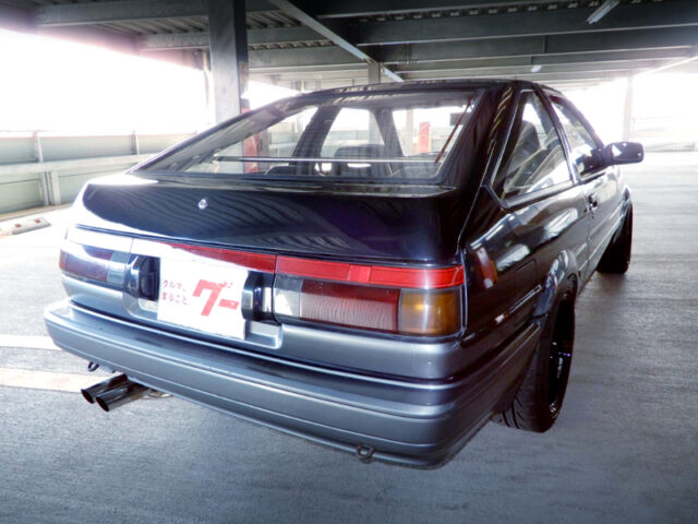 REAR EXTERIOR OF AE86 TRUENO HATCH GT-APEX.