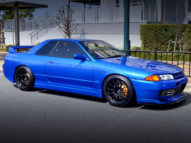FRONT SIDE EXTERIOR OF R32 GT-R BAYSIDE BLUE.