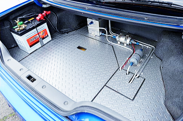 TRUNK ROOM OF R32 GT-R.