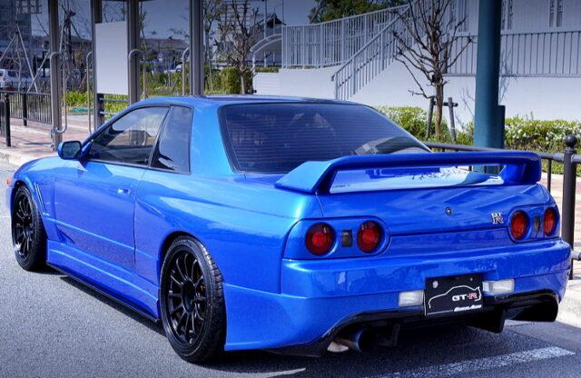 REAR SIDE EXTERIOR OF R32 GT-R BAYSIDE BLUE.
