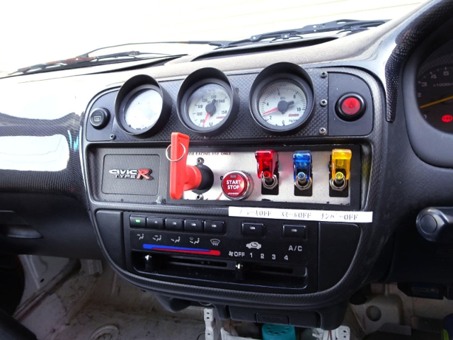 DASHBOARD CENTER OF SWITCHES