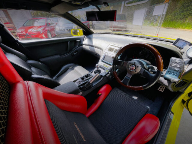 DASHBOARD OF GCZ32 FAIRLADY Z PICUP TRUCK.