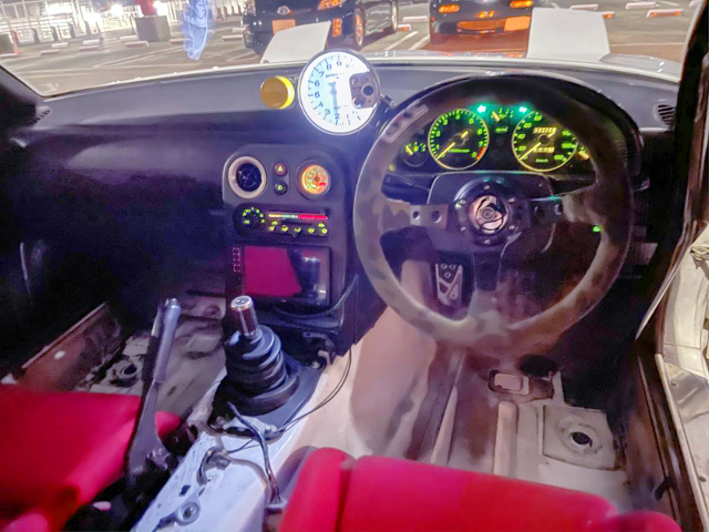 INTERIOR OF NA6CE ROADSTER.