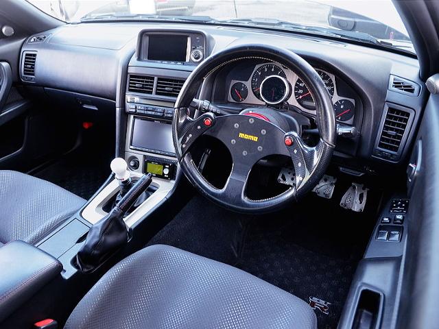 INTERIOR OF R34 GT-R V-SPEC SILVER.