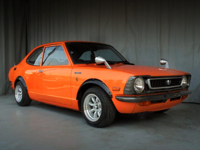 FRONT EXTERIOR OF TE27 LEVIN With ORANGE.