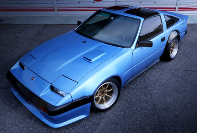 LIGHT BLUE METALLIC OF Z31 300ZX 2-SEATER T-BAR.