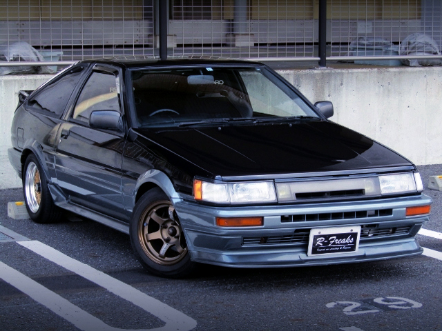 FRONT EXTERIOR OF AE86 LEVIN GT-APEX with BLACK and SILVER TWO-TONE.
