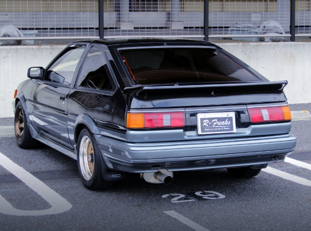 REAR EXTERIOR OF AE86 LEVIN GT-APEX with BLACK and SILVER TWO-TONE.
