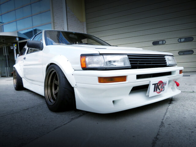 FRONT EXTERIOR OF AE86 LEVIN HATCH GT-APEX.