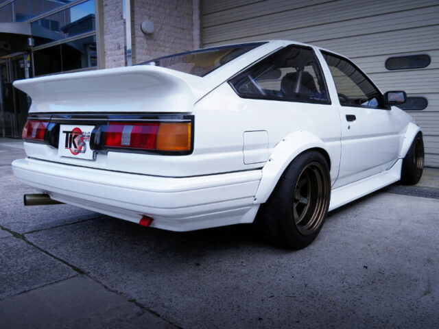 REAR EXTERIOR OF AE86 LEVIN HATCH GT-APEX.