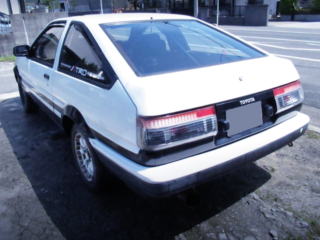 REAR EXTERIOR OF AE86 TRUENO PANDA.