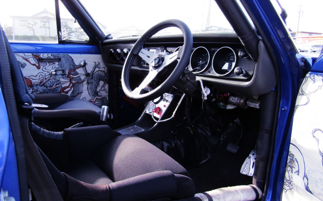 DRIVER'S DASHBOARD OF B122 SUNNY TRUCK.