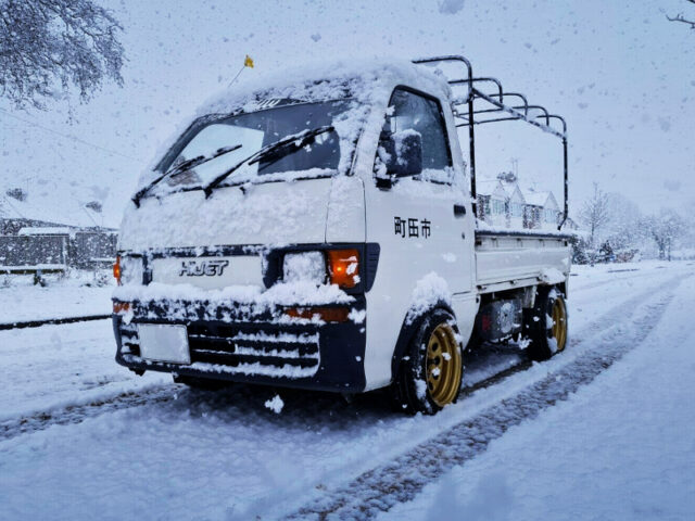 SNOW SEASON DRIVE of 8th Gen DAIHATSU HIJET TRUCK WHITE.