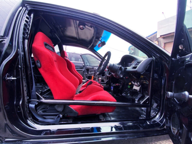 DRIVER'S INTERIOR OF EK9R.
