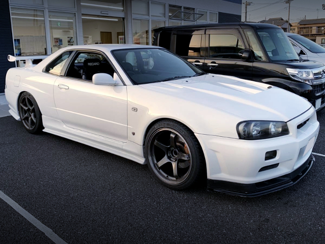 RIGHT SIDE FACE OF ER34 TO R34 GT-R FRONT END CONVERSION.