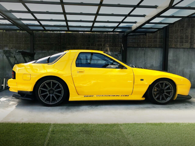 SIDE EXTERIOR OF FC3S RX-7 WIDEBODY.