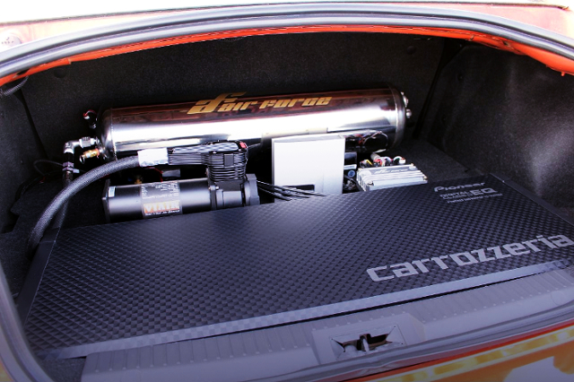 AirForce Air SUSPENSION SYSTEM into TRUNK SPACE.