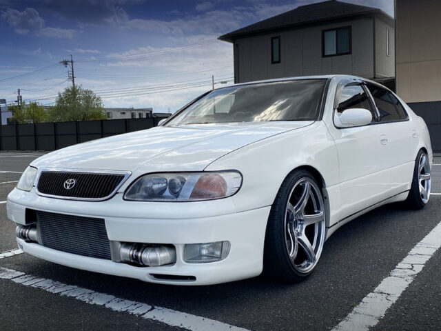 FRONT EXTERIOR OF JZS147 ARISTO 3.0V WHITE.