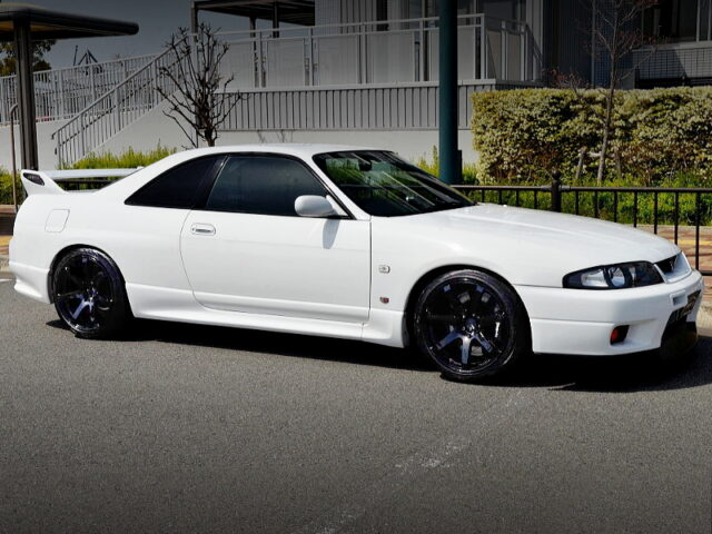FRONT EXTERIOR OF R33 GT-R V-SPEC WHITE.