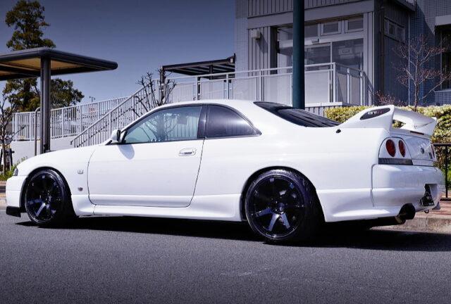 REAR EXTERIOR OF R33 GT-R V-SPEC WHITE.