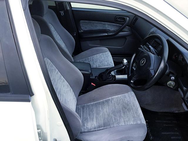 SEATS OF R34 4-DOOR.