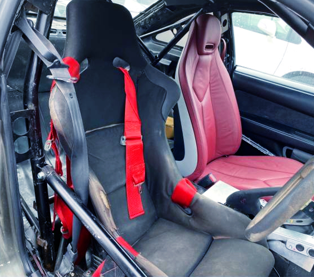 DRIVER'S FULL BUCKET SEAT.