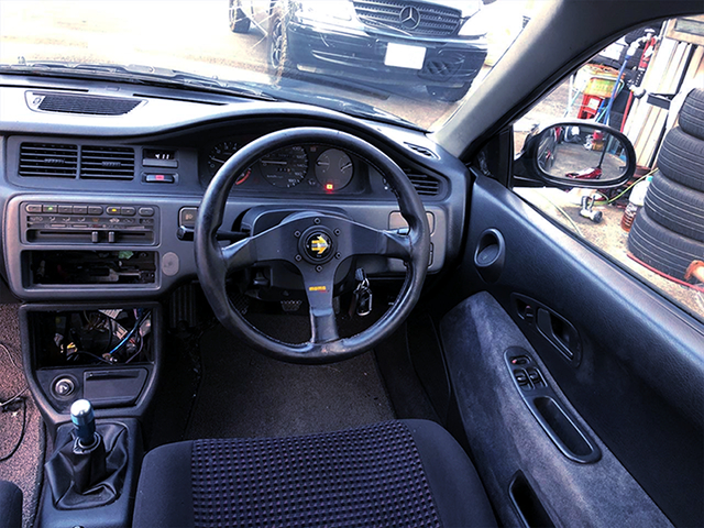 DRIVER'S DASHBOARD OF 1st Gen CIVIC COUPE.