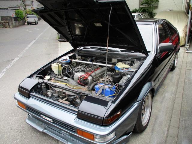 ENGINE HOOD OPEN OF AE86 TRUENO HATCH GT-APEX.