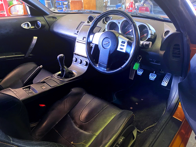 RIGHT HAND DRIVE INTERIOR OF Z33 350Z.