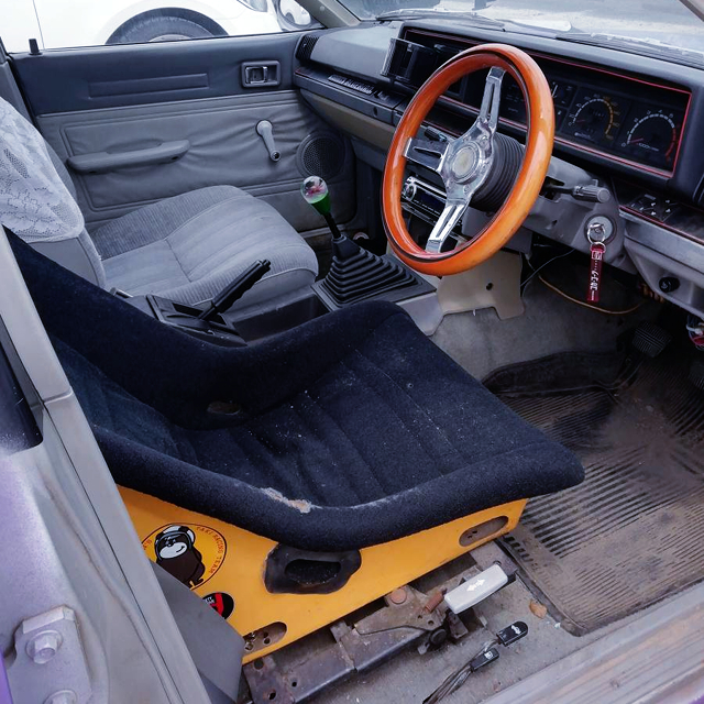 BUCKET SEAT and STEERING.