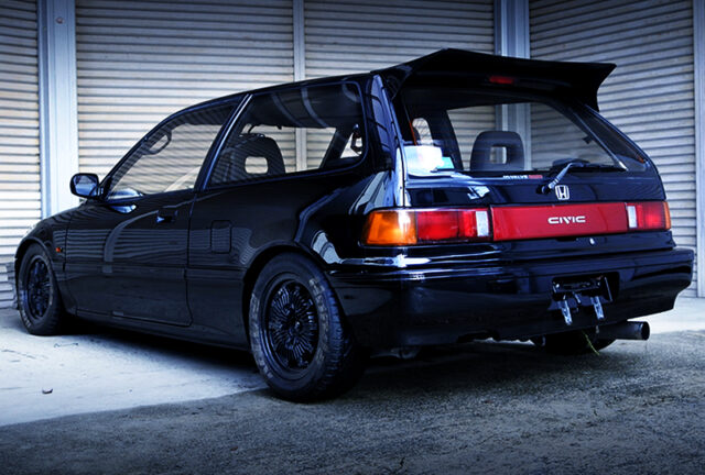 REAR EXTERIOR OF EF3 CIVIC HATCH Si.