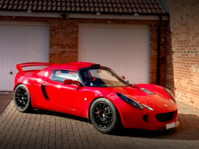 FRONT EXTERIOR OF LOTUS ELISE S2 TYPE-49.