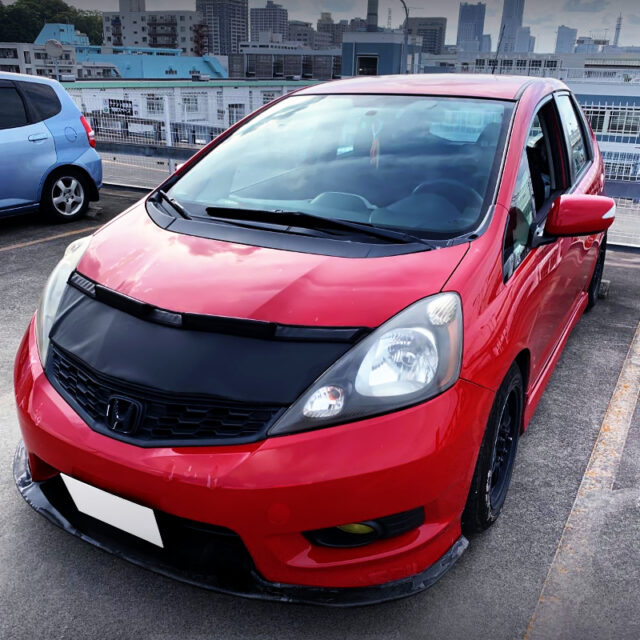 FRONT EXTERIOR OF IMPORT GE8 FIT SPORT.