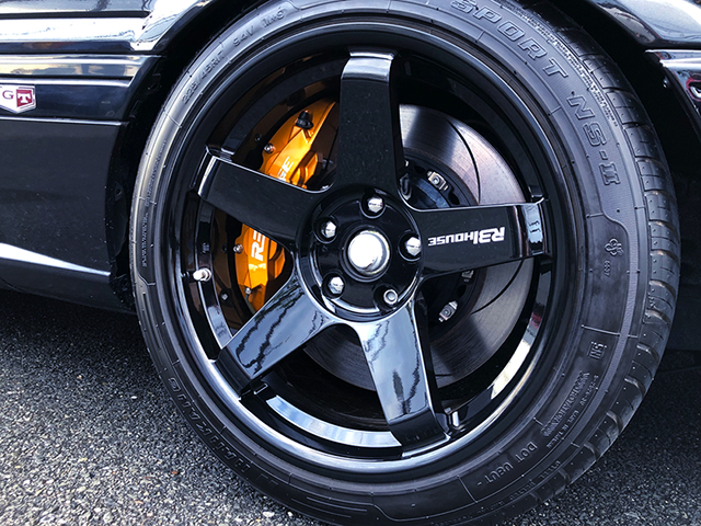 FRONT R31HOUSE WHEEL and BRAKE CALIPER.
