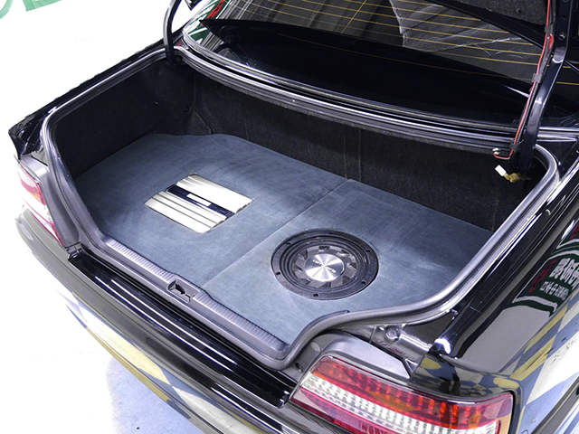 AUDIO INSTALLED OF TRUNK ROOM.