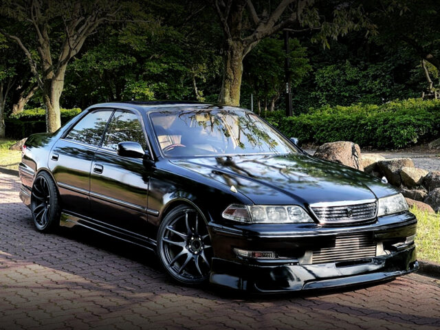 FRONT EXTERIOR OF JZX100 MARK2 BLACK.