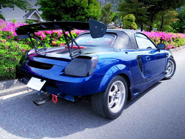 REAR EXTERIOR OF ZZW30 TOYOTA MR-S.