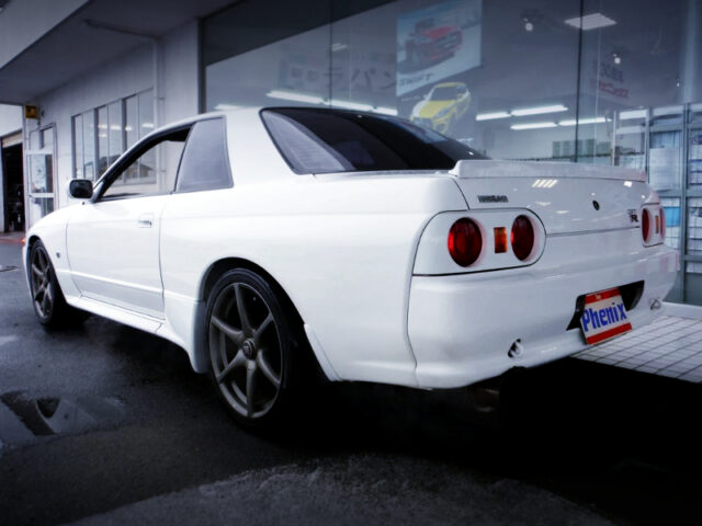 REAR EXTERIOR OF R32 GT-R V-SPEC WHITE.