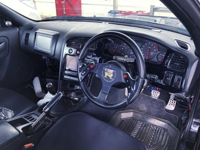 DASHBOARD OF R33 GT-R V-SPEC.