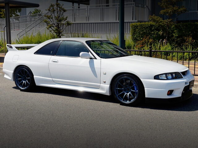 RIGHT-SIDE EXTERIOR OF R33 GT-R.