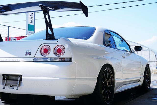 BACK SIDE EXTERIOR OF R33 GT-R.