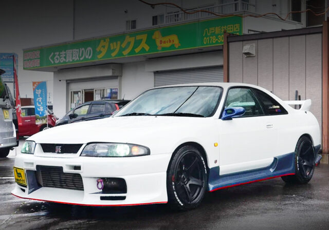 FRONT EXTERIOR OF R33 GT-R PEARL WHITE.