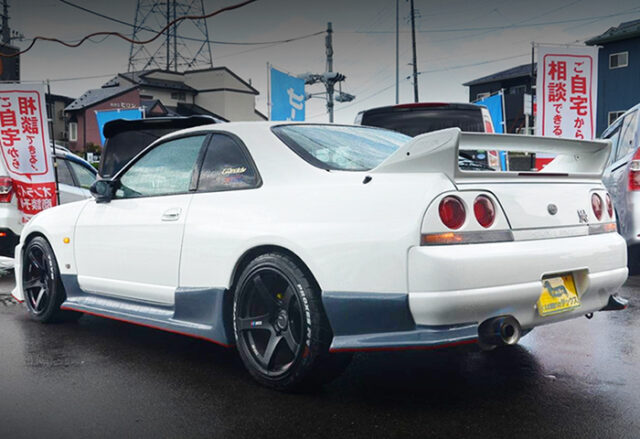REAR EXTERIOR OF R33 GT-R PEARL WHITE.