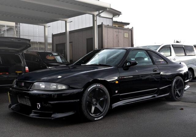 R33 GT-R BLACK.