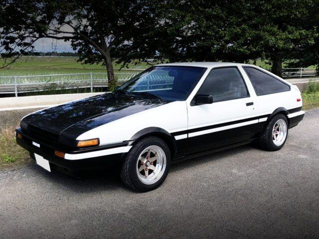 LEFT SIDE EXTERIOR OF AE86 COROLLA GT-S.
