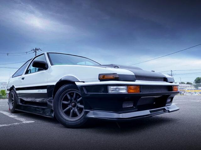 FRONT EXTERIOR OF AE86 TRUENO GT-APEX.