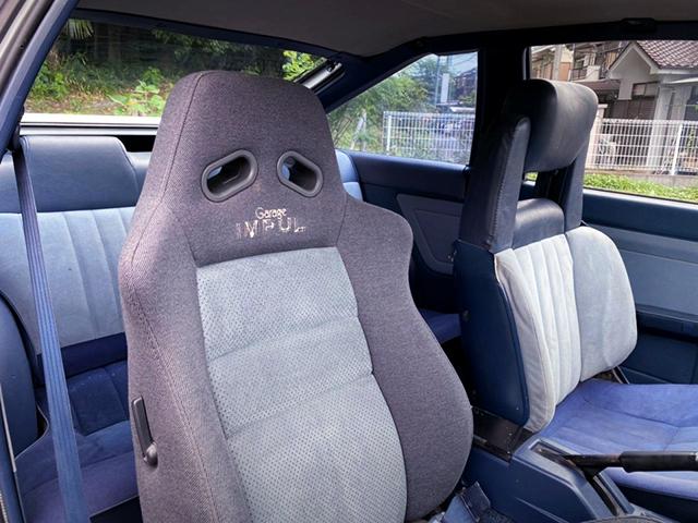 DRIVER'S IMPUL BUCKET SEAT.