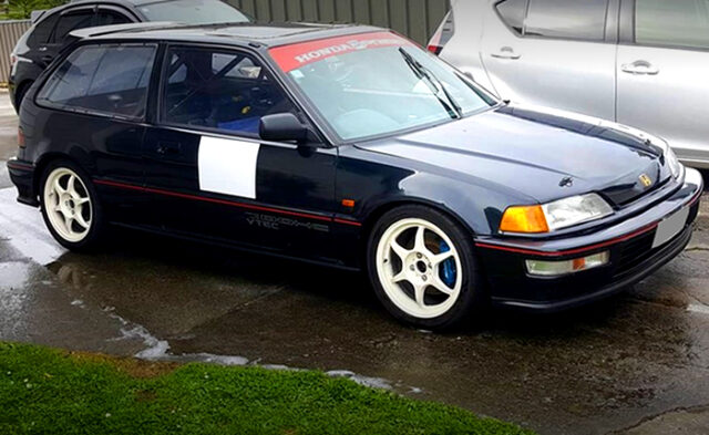 FRONT RIGHT-SIDE EXTERIOR OF EF9 GRAND CIVIC SiR.